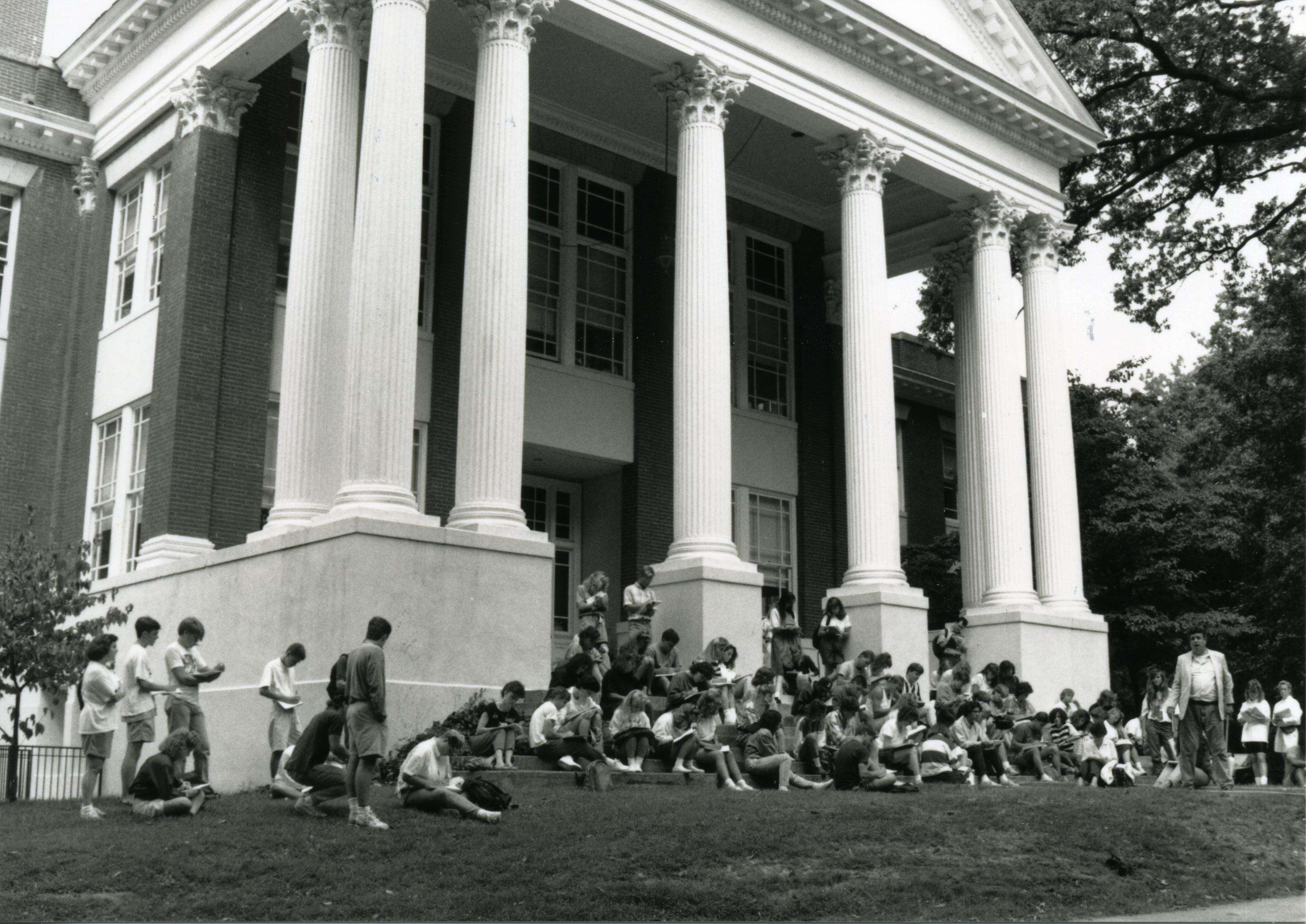 A photograph of a 1989 historic preservation class outside of Monroe Hall.